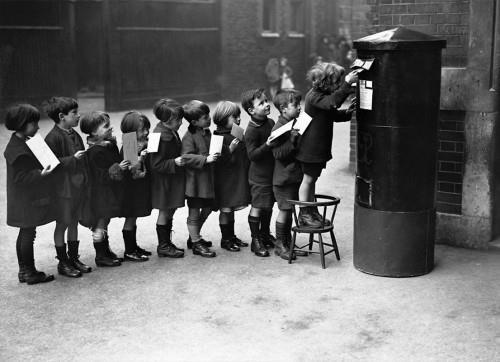 Copii trimit scrisori lui Mos Craciun